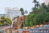 Cascada cerca del hotel mirage en las vegas — Foto de Stock