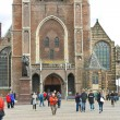 The central square and church in Delft. Netherlands — Stock Photo