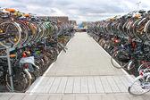 たくさんのオランダ、デルフトでの駐車場で自転車します。 — ストック写真