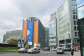 Movement of vehicles near buildings European Parliament in Brus — Stock Photo