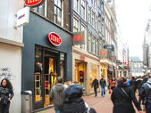 People on the streets  in Amsterdam. Netherlands — Stock Photo