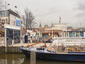 Pleasure boat near the pier in  Amsterdam . Netherlands — Stockfoto