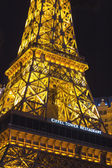 Paris Hotel in Las Vegas with a replica of the Eiffel Tower. — Stockfoto