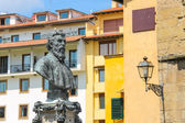 Bust of Benvenuto Cellini on the Ponte Vecchio in Florence, Ital — Stockfoto