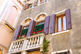 Picturesque balcony with flowers in an old Italian house — Stock Photo
