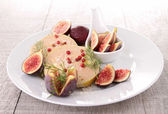 Slice of foie gras and fig — Stock Photo
