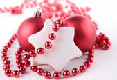 Vánoční sušenky a dekorace — Stock fotografie