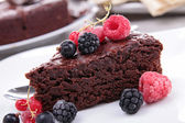 Chocolate pie and berries — Foto de Stock