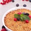 Berries fruit crumble — Stock Photo