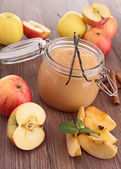 Delicious apple sauce — Stock Photo