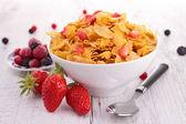Tazón de cereal con frutas berries — Foto de Stock