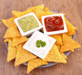 Tortilla chips and dip — Stock Photo