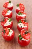 Doldurulmuş kiraz domates ve peynir — Stok fotoğraf