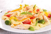 Pasta with fried chicken and vegetables — Stock Photo