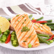 Roasted salmon and vegetables — Stock Photo