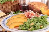 Meloun salát s parmskou šunkou — Stock fotografie