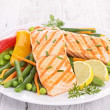 Grilled salmon and vegetable — Stockfoto