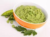 Bowl of pea puree — Stock Photo