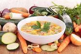 Tigela de sopa e legumes — Foto Stock