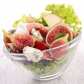 Salad with fig, prosciutto and cheese — Stock Photo