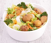 Bowl of vegetarian salad — Stock Photo