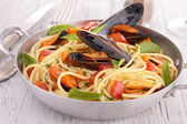Spaghetti and mussel — Stock Photo