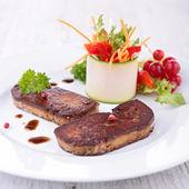 Foie de pato salteado con verduras — Foto de Stock