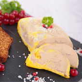 Goose liver and gingerbread — Stock Photo