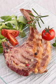 Lamb chop and vegetable — Stockfoto