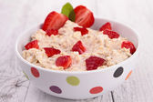 Oatmeal and strawberry — Stock Photo