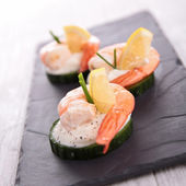Appetizer, cucumber with shrimp — Stock Photo