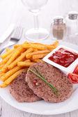 Carne y papas fritas — Foto de Stock