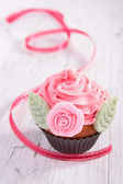 Cupcake and bow — Stockfoto