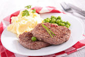 Beefsteak, mashed potatoes and pea — Zdjęcie stockowe