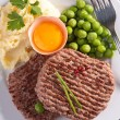 Foto Stock: Grilled beefsteak and vegetables