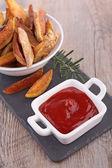 Potato wedges and ketchup — Stock Photo