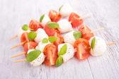 Pomodoro, mozzarella e basilico — Foto Stock