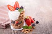 Granola, frutas y yogur — Foto de Stock