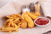 Fried chicken and fries — Stock Photo