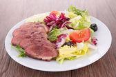 Insalata di verdure con carne — Foto Stock