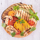 Grilled vegetable on board — Stockfoto