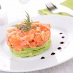 Salmon tartar and avocado — Stock Photo