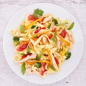 Tagliatelle with vegetable and chicken — Stock Photo