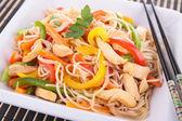 麺と鶏 — ストック写真
