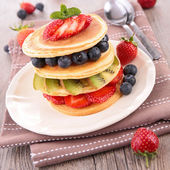 Pancake and berry — Stock Photo
