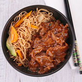 Chinese noodles with beef — Stock Photo