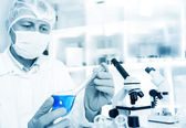Scientist working in the lab — Stock Photo