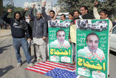 Friends and Relatives of Ebad-ur-Rehman chant slogans against CIA agent Raymond A Davis who killed and crushed Ebad-ur-Rehman by his vehicle — Stock Photo