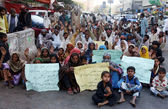 Flood Affectees of Sindh province are protesting for demanding to Government provide permanent living houses — Stock Photo