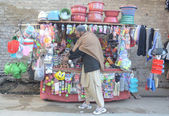 A man sells different house hold items to earn his livelihood to support his family — Stock Photo